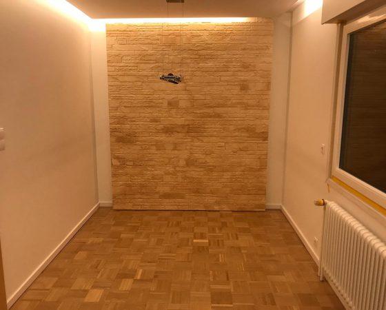 Innenraumgestaltung: Showwand mit LED Decken-Beleuchtung