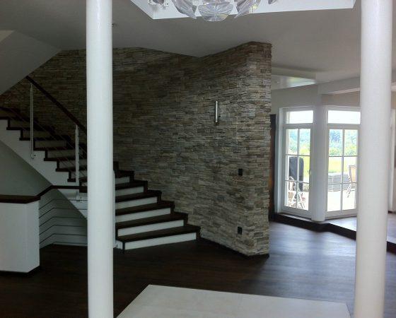 Innenraumgestaltung: Wand- und Treppenaltbestand umgestaltet