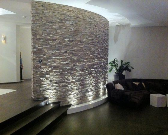 Innenraumgestaltung: Wand zum Eyecatcher umgestaltet incl. LED-Lichtkonzept