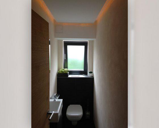 Innenraumgestaltung: Gäste WC mit Lehmputz, Decken- und Lichtgestaltung
