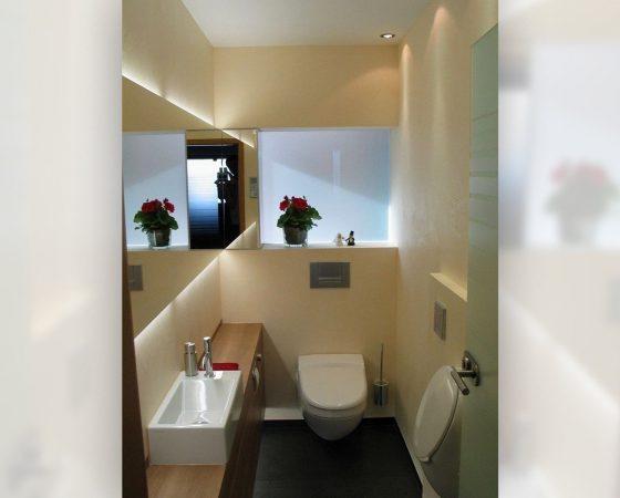 Innenraumgestaltung: Gäste WC mit Spachteltechnik, Nischenausbau und LED Beleuchtung