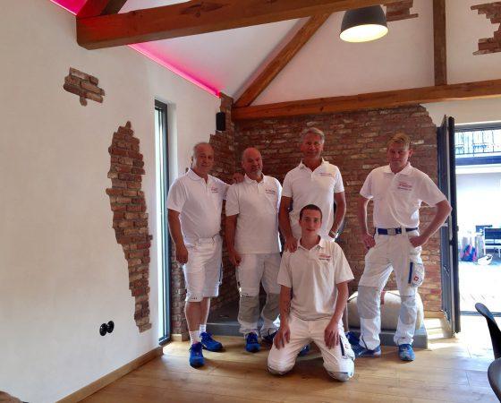 Innenausbau: Umgestaltung einer Scheune durch unser Team – Decken-, Wand,- Fußboden- und Lichtgestaltung