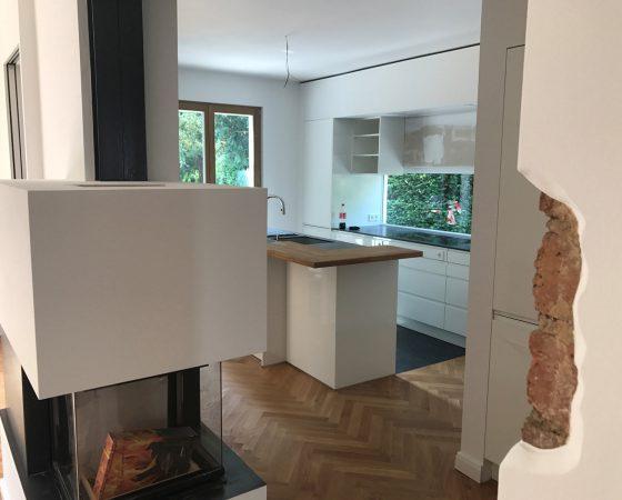 Innenraumgestaltung: Küche mit extravaganter Wandgestaltung