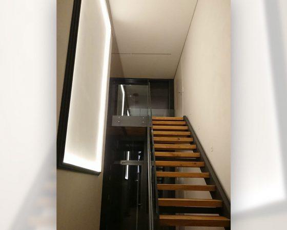 Lackierarbeiten: Auf Kundenwunsch beleuchteter Bilderrahmen entworfen, gebaut, lackiert, Beleuchtungsystem eingebaut