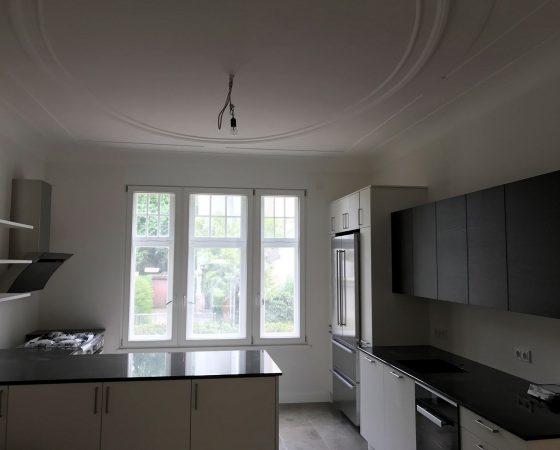 Malerarbeiten: Altbausanierung – Wand- und Stuckdecken Rekonstruktion Küche