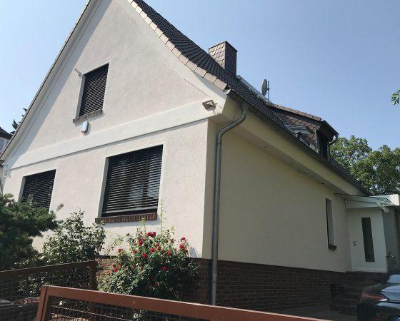 Malerarbeiten: Außenfassadensanierung – Neuverputz Wohnhaus
