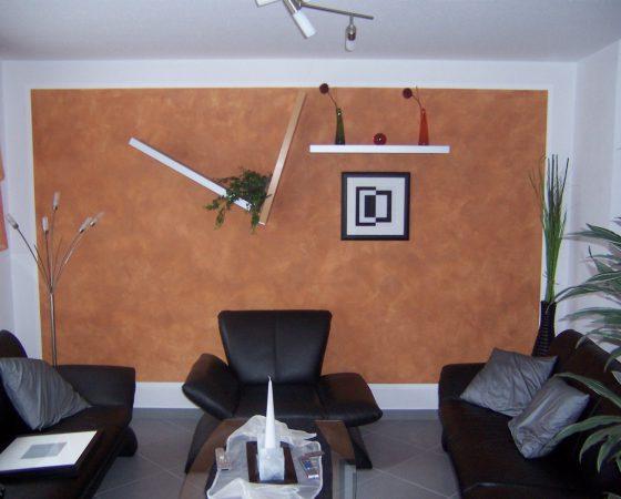 Malerarbeiten: Wohnzimmerwand mit Lasur-Wischtechnik